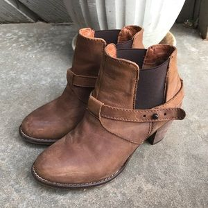 Steve Madden Brown Leather Booties